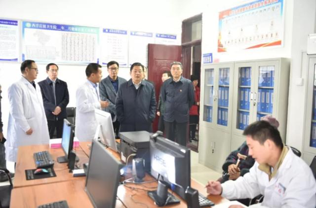 市委副书记、市长朱是西莅临平舆县调研指导脱贫攻坚工作