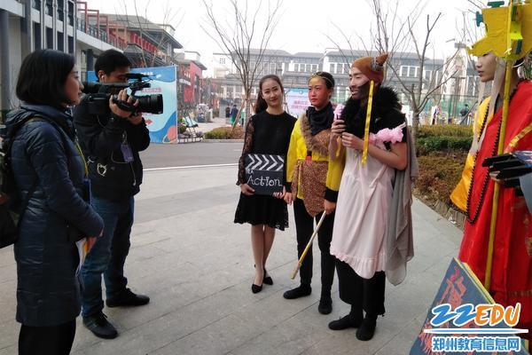 """""""抖音视频""""媒体记者对队员及老师进行了独家采访"""