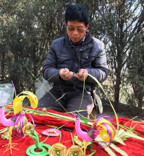 鹤壁男子做18年草编手艺 只为让更多人了解草编