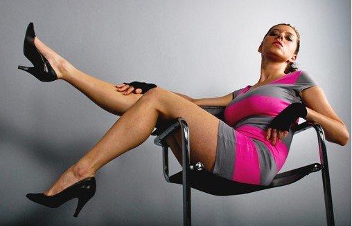 长期穿高跟鞋,对女人的身体有伤害吗? 女孩经常穿高跟