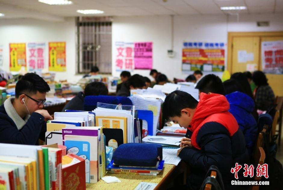 为即将到来的2016年全国硕士研究生入学考试做准备.虽天气严寒,