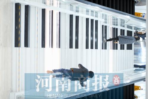 郑州地铁会展中间站C口现钢琴楼梯 会发声闪耀