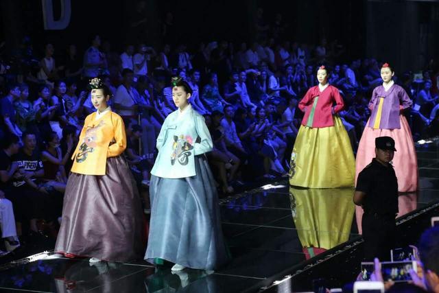 郑州国际时尚文化周开幕 全城潮人汇聚