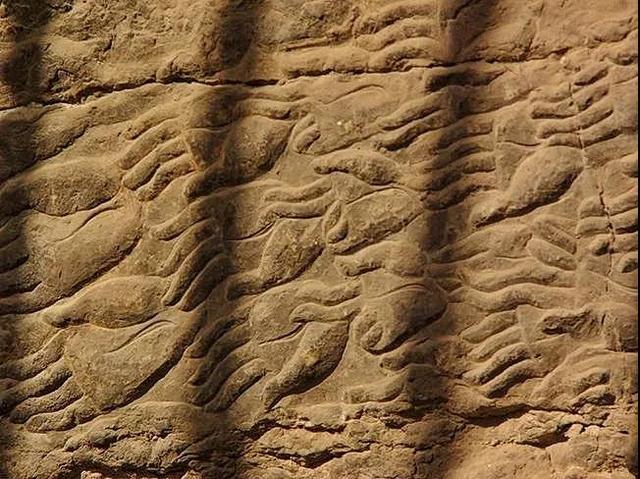 龙门石窟美轮美奂的多臂观音造像