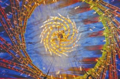 南京青奥会筑梦_南京青奥会开幕式上表演的功夫舞蹈《筑梦之塔》(俯瞰全景)