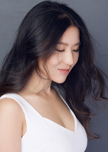 中国内地女演员歌手刘宥琳唱响一带一路