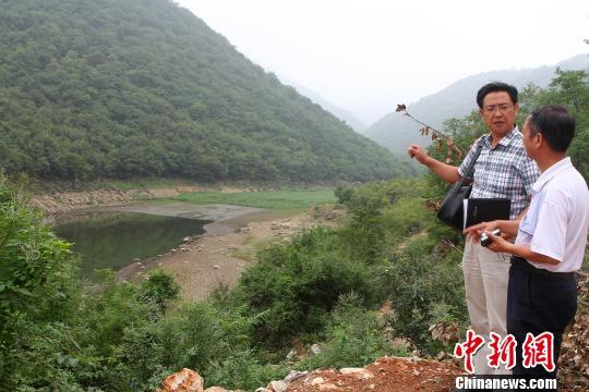 """河南教师兼职河道""""报警人""""冀看河道重回清亮"""