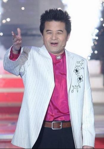 同时他也是央视优秀的主持人之一.主持的主要节目有《星光大道》