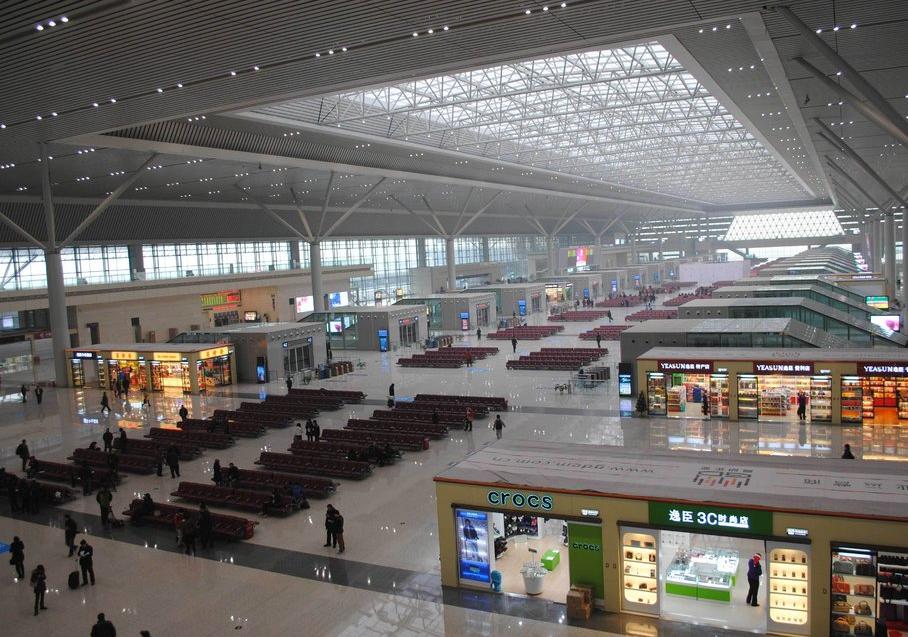 郑州东站三楼候车大厅