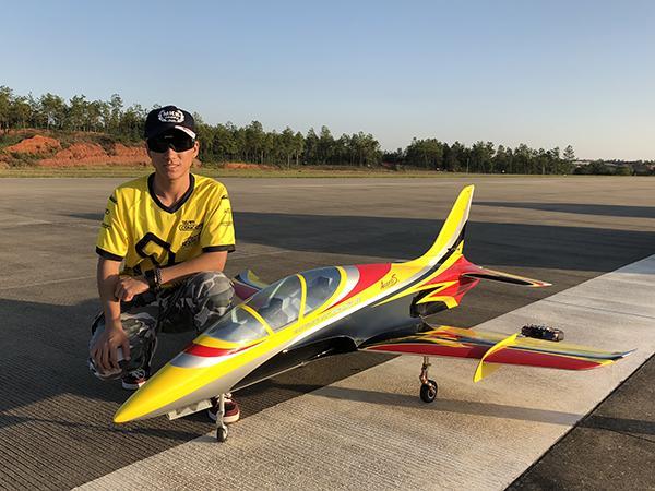 郑州大学西亚斯国际学院学子获得世界滑翔机公开赛第一名