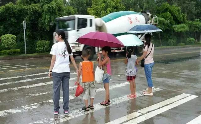 郑州男孩骑小黄车摔倒丧命 一些隐患家长们一定要知道