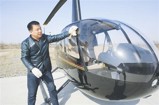 灵宝市民驾驶直升机飞上天 成河南买飞机自己飞第一人