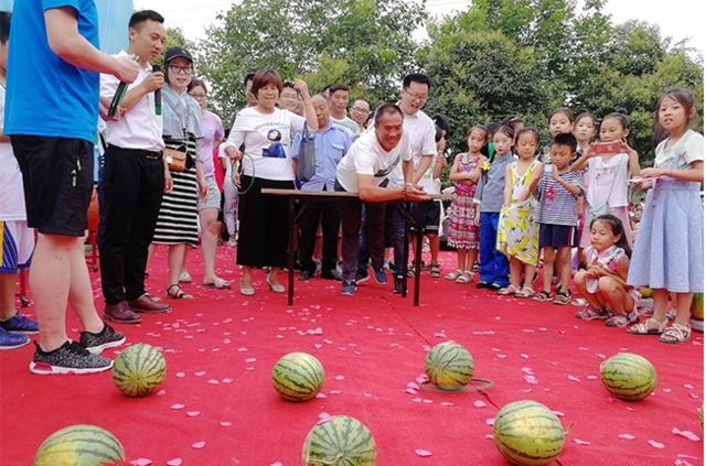 """漯河恒大丨何以解暑?""""夏季清新西瓜节""""清甜来袭!"""