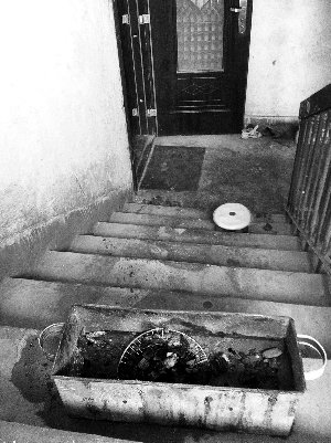 一家三口家中吃烧烤一氧化碳中毒 母子死亡
