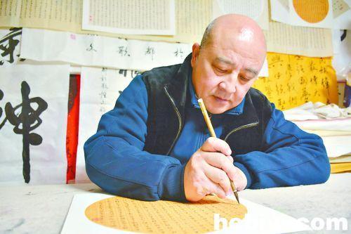 鹤壁一男子用小篆写40米《道德经》 称热爱书法