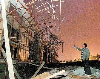 郑州一工地脚手架大面积坍塌