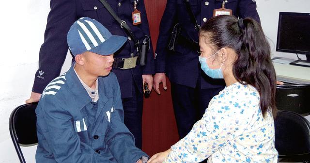 河南12岁女孩患白血病 服刑父亲戴手铐脚镣配型