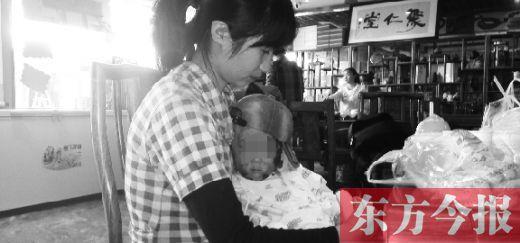 1岁娃被房主用开水烫伤 郑州市平易近将其接回救助