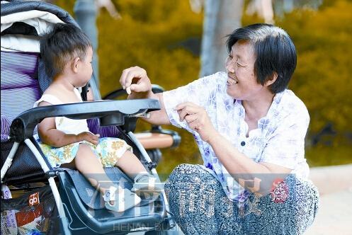 www超成人免费看com_超9成人认为老人带孩子不是义务 应该付辛苦费