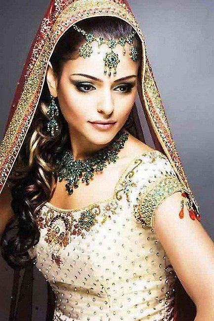 看看印度新娘结婚穿什么