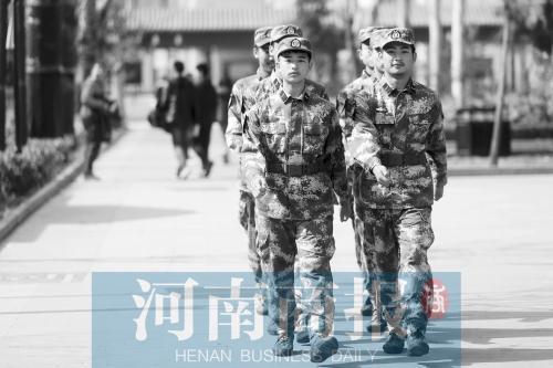 """探校:揭秘郑州九中的""""航海班"""""""