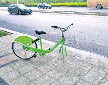 郑州共享单车修自师傅赛白领 月入六千有五险一金