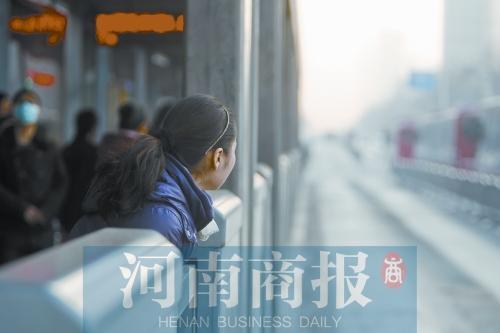 """郑州B1路出新招""""加快"""" 长车换短车开通区间车"""