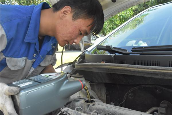 汽车越开越耗油?修车师傅:换掉它一个月少烧一箱油
