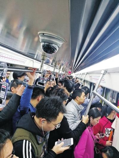 """郑州地铁绘制热力图 1号线每天10万人做""""潮汐运动"""""""