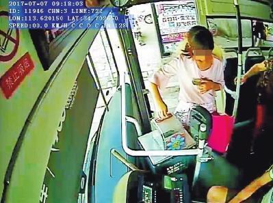 郑州11岁女孩趁母亲不备乘公交出走 被热心的哥寻回