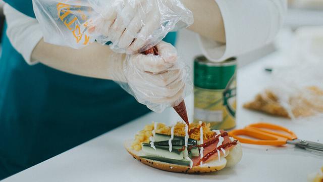 想自己创业,选择西点烘焙行业怎么样?有前途吗?