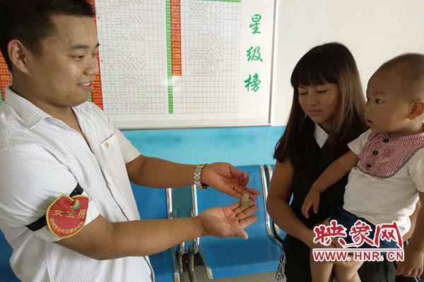郑州两岁幼童传家宝公交车上丢失 多亏有监控