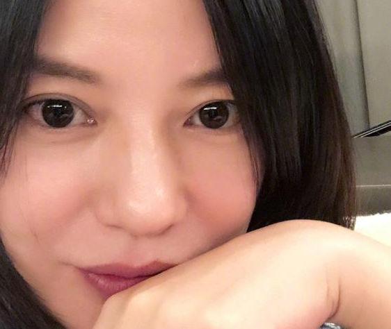 42岁赵薇素颜状态佳 老公好友齐送生日祝福(图)
