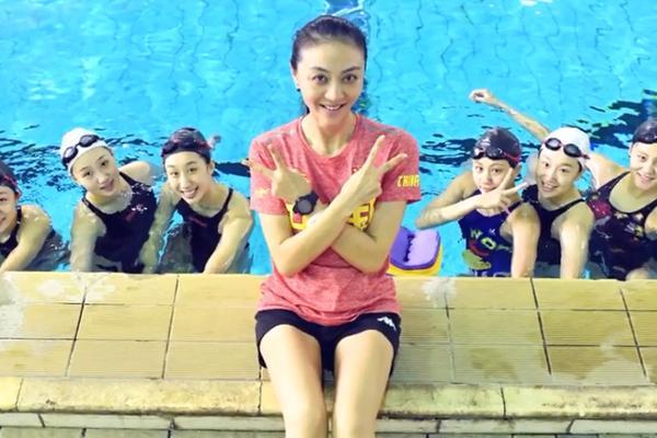 湖南花样游泳队小姐姐训练 这训练量汉子都扛不住