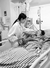 株洲最优秀的脑瘫儿童护理员现躺在ICU里已20天