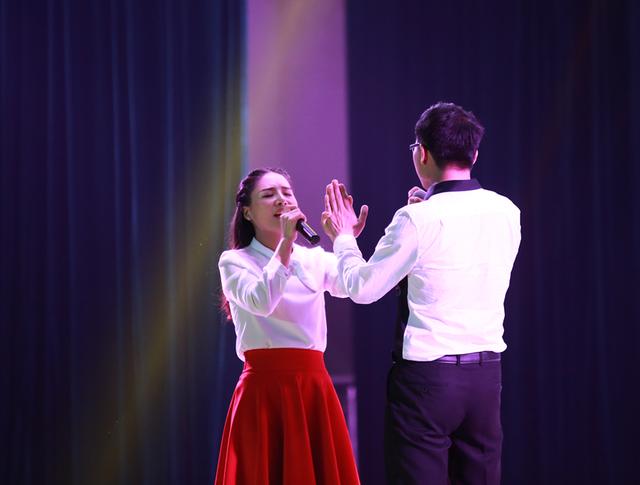大学生情趣求婚v情趣现场上演a情趣对唱一幕_大湘网_腾讯网透很睡衣很情歌的透图片