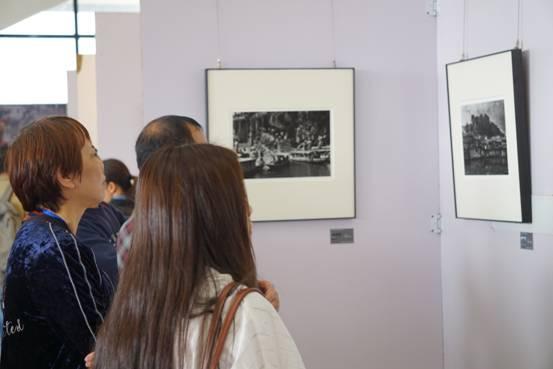 第三届凤凰民俗摄影双年展暨第六届苗族银饰节开幕