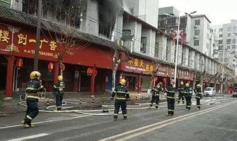 衡阳石鼓区湘江北路一门店发生火灾 无人员伤亡