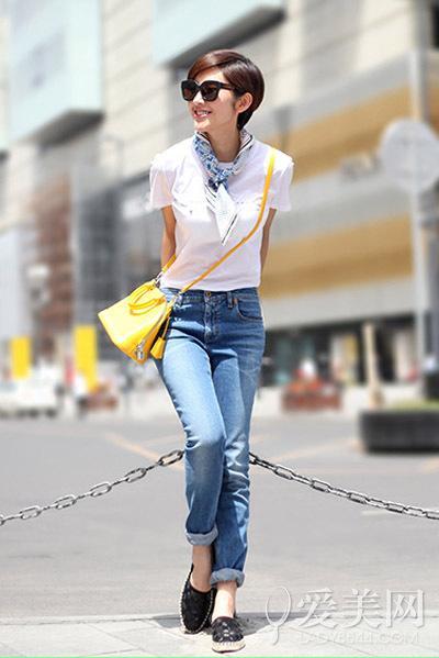 :白色短上衣+宽松休闲牛仔裤-度假出游再穿长裙out了 20款抢镜装