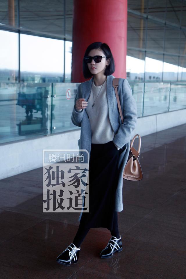 独家:杨子姗赴纽约时装周 清爽造型现身机场