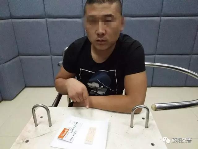 邵阳北塔交警现场查获一起毒驾违法行为