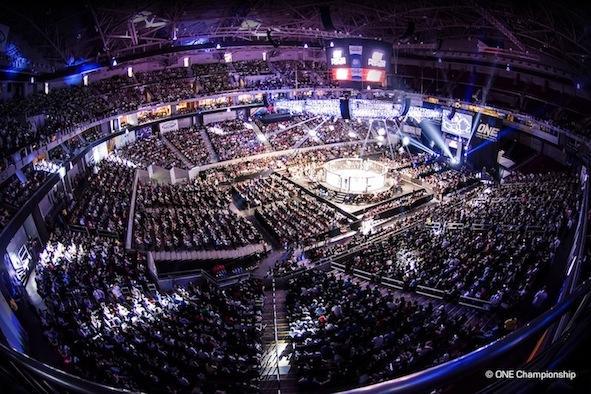 巨人间的较量 ONE冠军赛正在取得对UFC在亚洲的优势