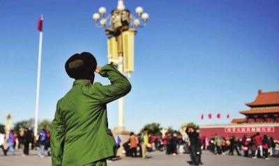 毛主席警卫55年后再到北京 瞻仰主席失声痛哭