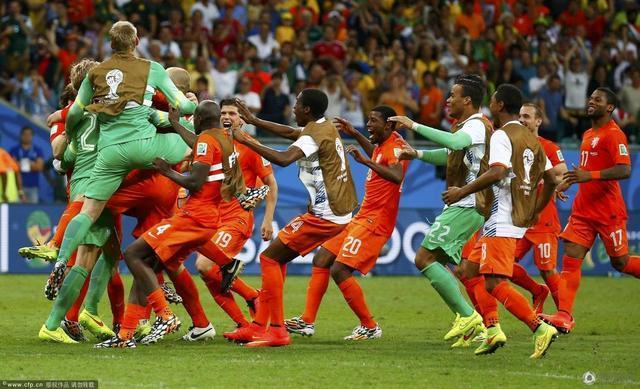 世界杯-荷兰点杀哥斯达黎加 半决赛战阿根廷