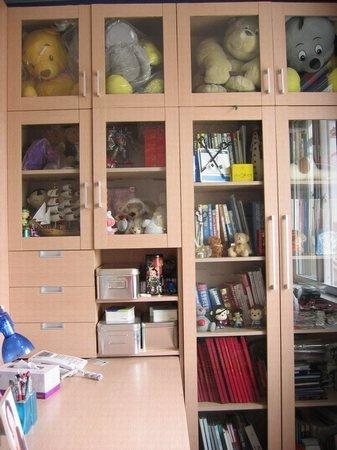 75平房屋装修效果图:书柜里面现在塞满了我的小杂什,哈哈-75平房