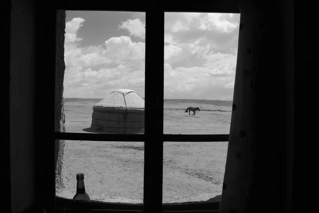 第二届阮义忠摄影人文奖入围作品:王争平《把远方的远归还草原》