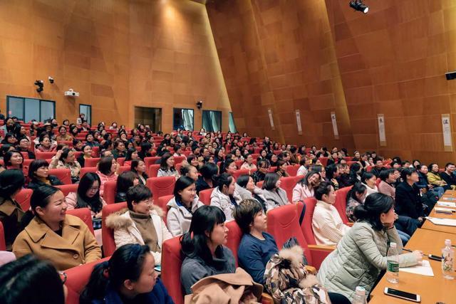 焦虑的家长和量产的教育 船长梁晓玲为中国家庭教育开药方