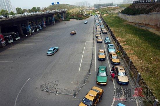 长沙高铁站负2层建停车场 下车可直接下楼打的