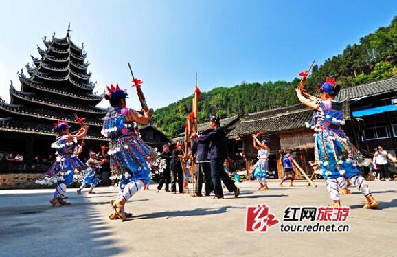 """按照《湖南省""""十三五""""旅游发展规划纲要》,岳阳、怀化、郴州将成为旅游发展新的增长极。深山古寨将为世界所知,更多人将享受到旅游扶贫的红利。"""