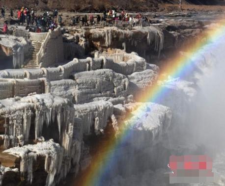壶口瀑布现冰瀑彩虹